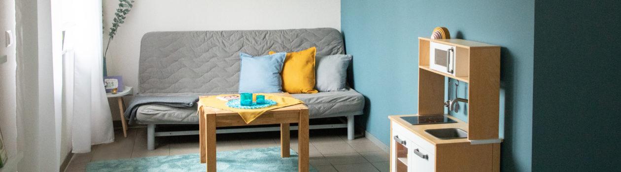Bild vom Praxisraum mit Sofa